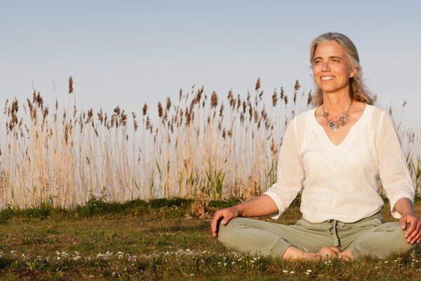 Yoga oefening bij pijn en onrust in het lichaam Yoga HappYou op ingspire